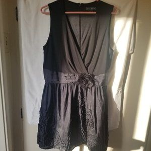 Jessica Howard sleeveless, black dress